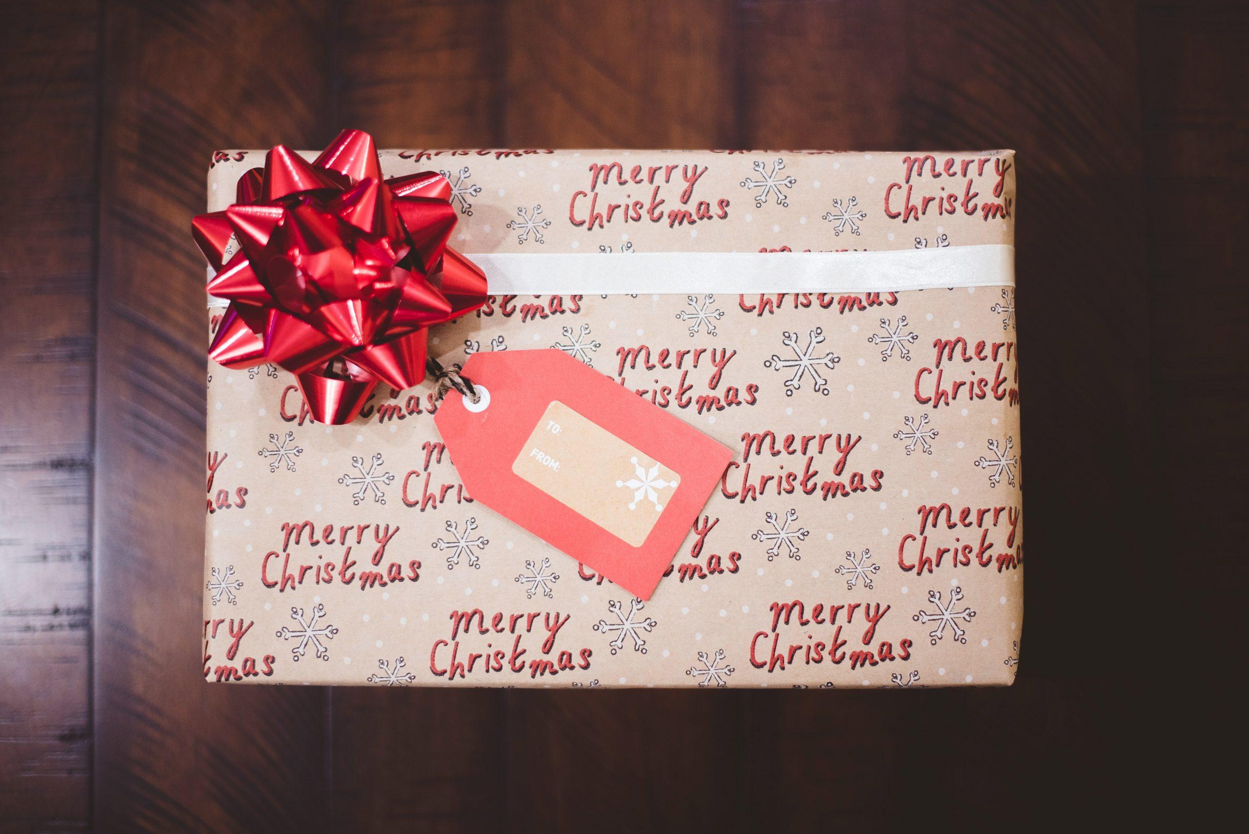 Eerste Kerstdag en een kerstpakket onder de boom
